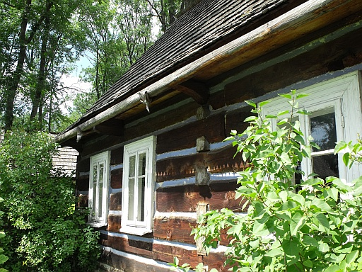 Exterior of Gorale cottage with wooden gutters
