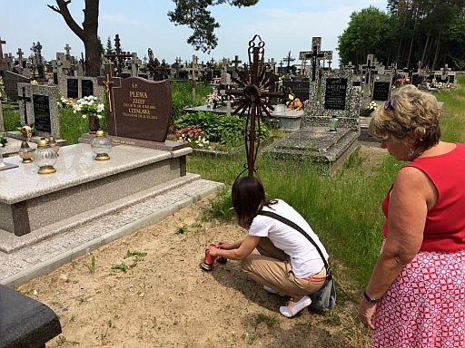 Mom visits her great grandparents Ana and Stanisław's grave to light a candle with cousin Urszula